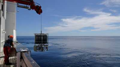 With the help of a device called a CTD rosette, scientists can takes samples from the water column and measure water parameters such as salinity, temperature, oxygen content and particle density. It is lowered into the water from the deck of the ship
