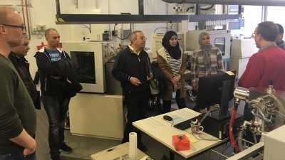 Workshop-participants visit the isotope laboratory at MARUM. Photo: MARUM − Center for Marine Environmental Sciences, University of Bremen