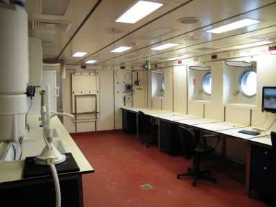 Empty lab on board RV SONNE (Photo: D. Ernst, Jacobs University)