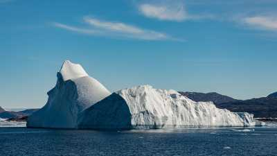 An iceberg near Greenland. The submarine meltwater produced here has affected sea level, but so far has had no effect on the Gulf Stream circulation. Photo: MARUM – Center for Marine Environmental Sciences, University of Bremen; V. Diekamp