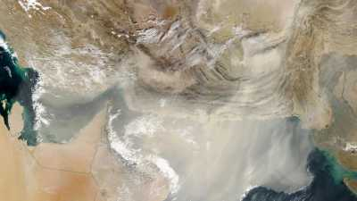 The satellite image shows a dust storm in winter extending from the Arabian Peninsula (left) eastward over the Persian Gulf and the Gulf of Oman to the Arabian Sea. Photo: Jacques Descloitres, MODIS Land Rapid Response Team, NASA Goddard Space Flight Cent